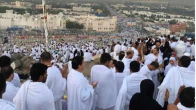 صورة الوقوف في صعيد عرفات في التاسع من ذي الحجة يعتبر الركن الأعظم للحج في الإسلام